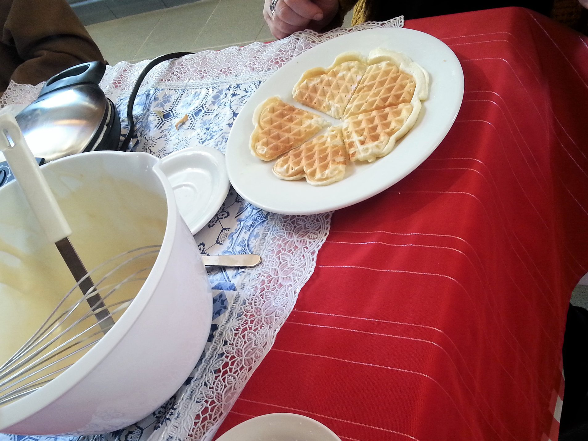 Verse wafels gebakken;  …